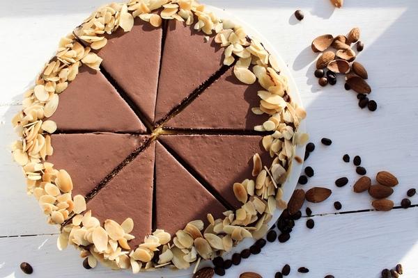 Шоколадный кето-торт из миндальной муки