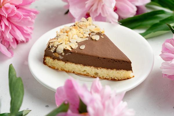 Безлактозный шоколадный кето-торт из миндальной муки