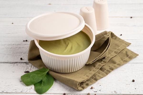 Кето-крем-суп с брокколи и шпинатом