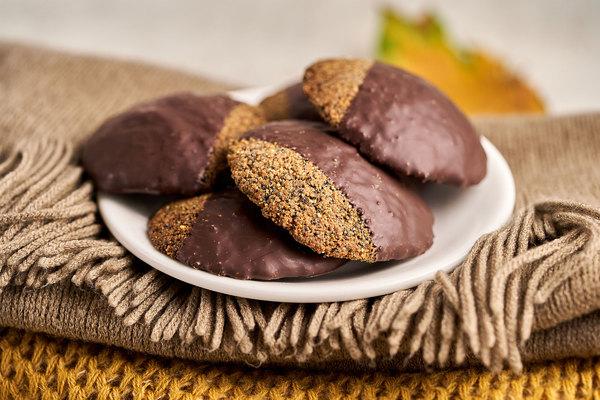 Кето-печиво з маком в шоколадній глазурі