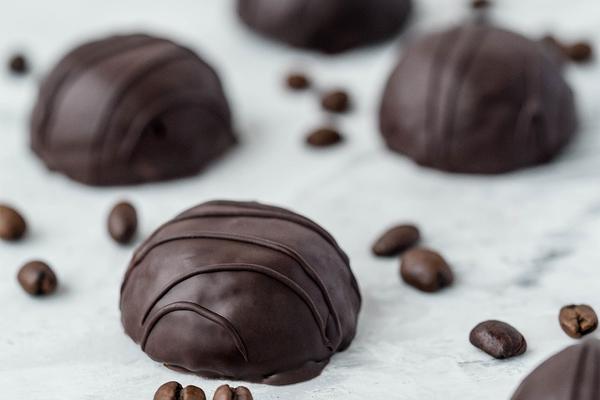 Веганские кокосовые кето-конфеты в шоколаде